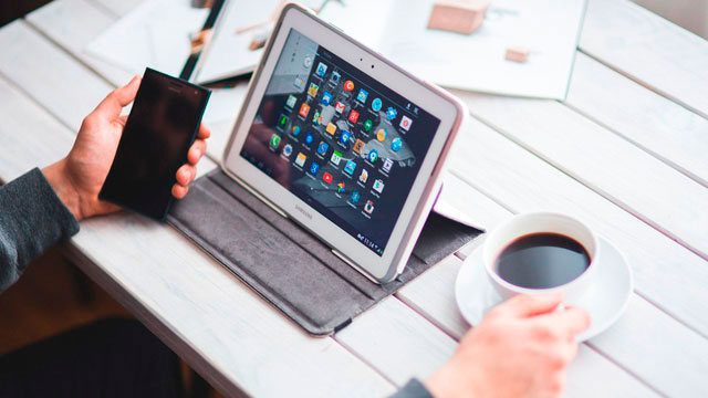 "<span lang=""ES"" class=""multilang"">Smartphones y Tablets. Aprende a utilizar tu dispositivo Android</span><span lang=""EU"" class=""multilang"">Smartphoneak eta tabletak. Zure Android gailua erabiltzen ikasi</span>"
