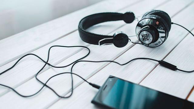 """<span lang=""""ES"""" class=""""multilang"""">Aplicaciones de música en tu Smartphone</span><span lang=""""EU"""" class=""""multilang"""">Musika aplikazioak zure Smartphonean</span>"""