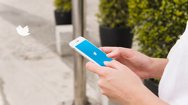 """<span lang=""""ES"""" class=""""multilang"""">Twitter en tu Smartphone</span><span lang=""""EU"""" class=""""multilang"""">Twitter zure Smartphonean</span>"""