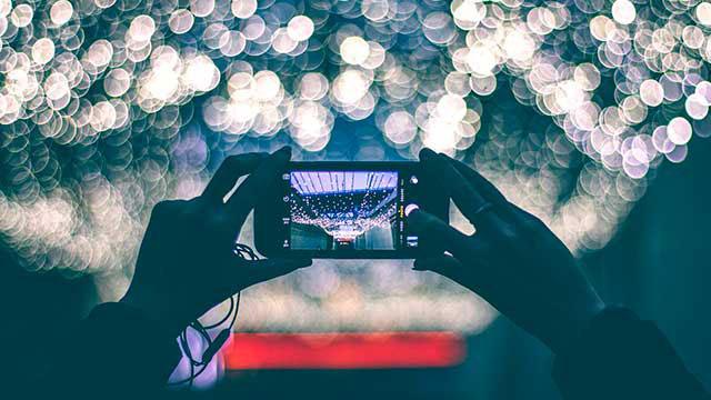 """<span class=""""multilang"""" lang=""""ES"""">Saca fotos para cada ocasión con tu Smartphone</span><span class=""""multilang"""" lang=""""EU"""">Atera argazkiak une bakoitzerako zure Smartphonearekin</span>"""